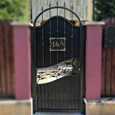 Порта от ковано желязо alt=